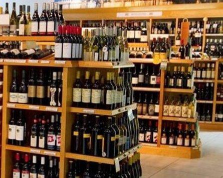 Pristine Liquor Store in an Upscale Plaza